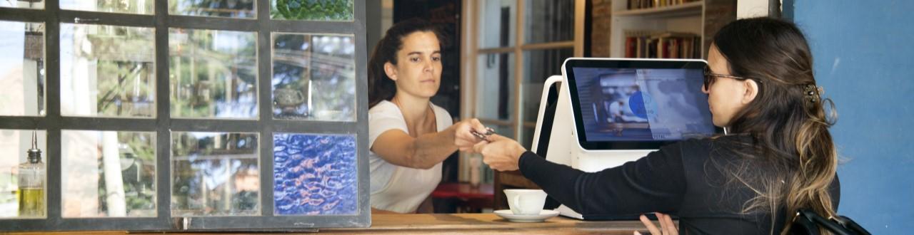 Bares y restaurantes implementan sistema de gestión para controlas las ventas y el delivery